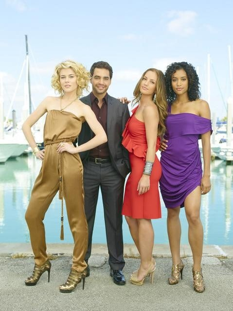 Rachael Taylor, Ramon Rodriguez, Minka Kelly, and Annie Ilonzeh in ABC's Charlie Angels.