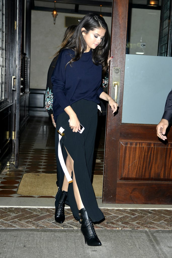 Fall staple: A navy raglan sweater by Acne Studios. Selena wore it with: Acne pleated pants in black and Balmain boots in New York in October 2015.