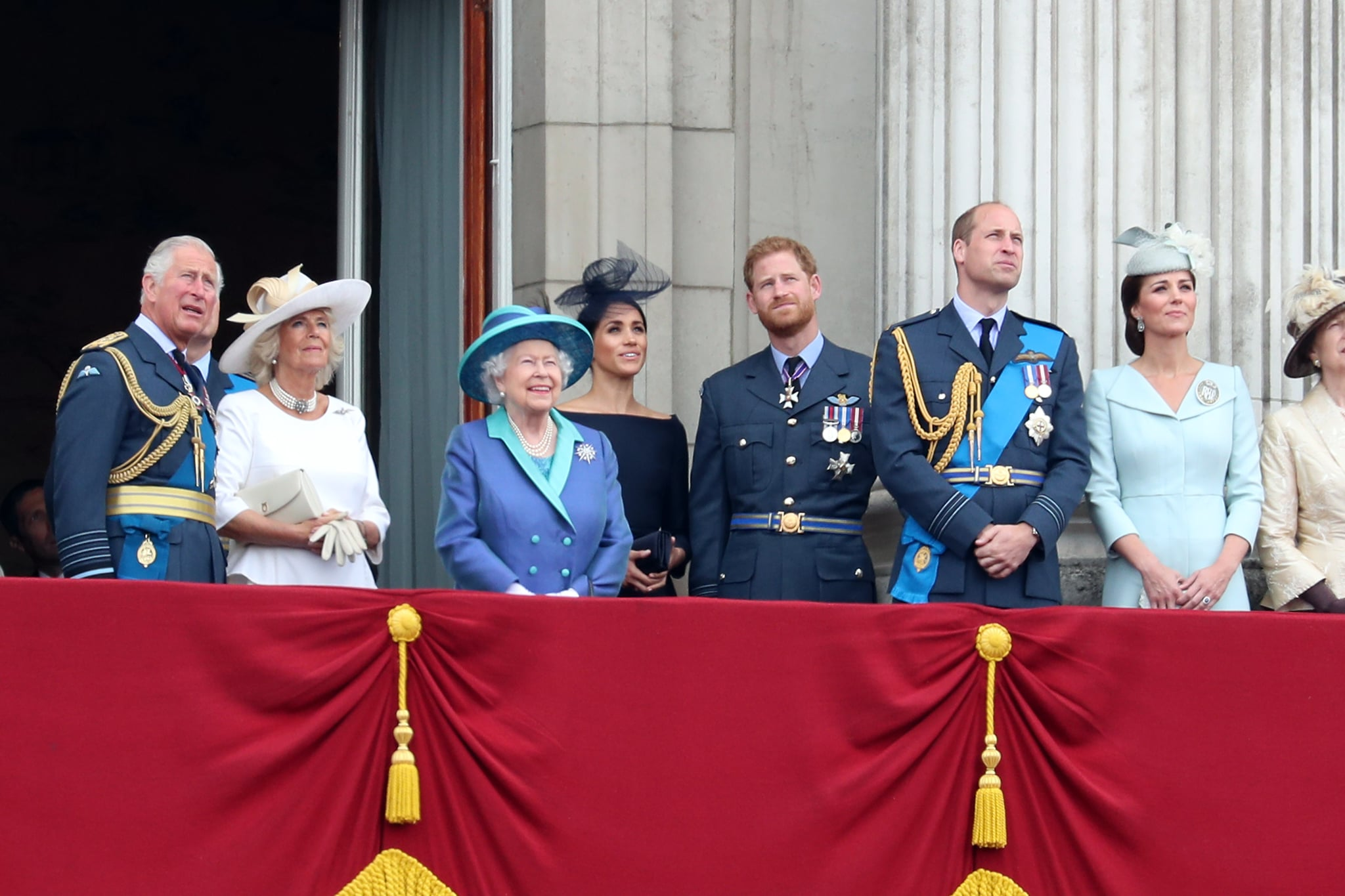 LONDON, ENGLAND - JULY 10:  (L-R) Prince Charles, Prince of Wales, Camilla, Duchess of Cornwall, Queen Elizabeth II, Meghan, Duchess of Sussex, Prince Harry, Duke of Sussex, Prince William, Duke of Cambridge, Catherine, Duchess of Cambridge watch the RAF flypast on the balcony of Buckingham Palace, as members of the Royal Family attend events to mark the centenary of the RAF on July 10, 2018 in London, England.  (Photo by Neil Mockford/GC Images)