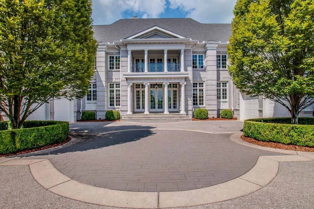 miranda lambert and blake shelton 39 s nashville home popsugar home photo 1. Black Bedroom Furniture Sets. Home Design Ideas
