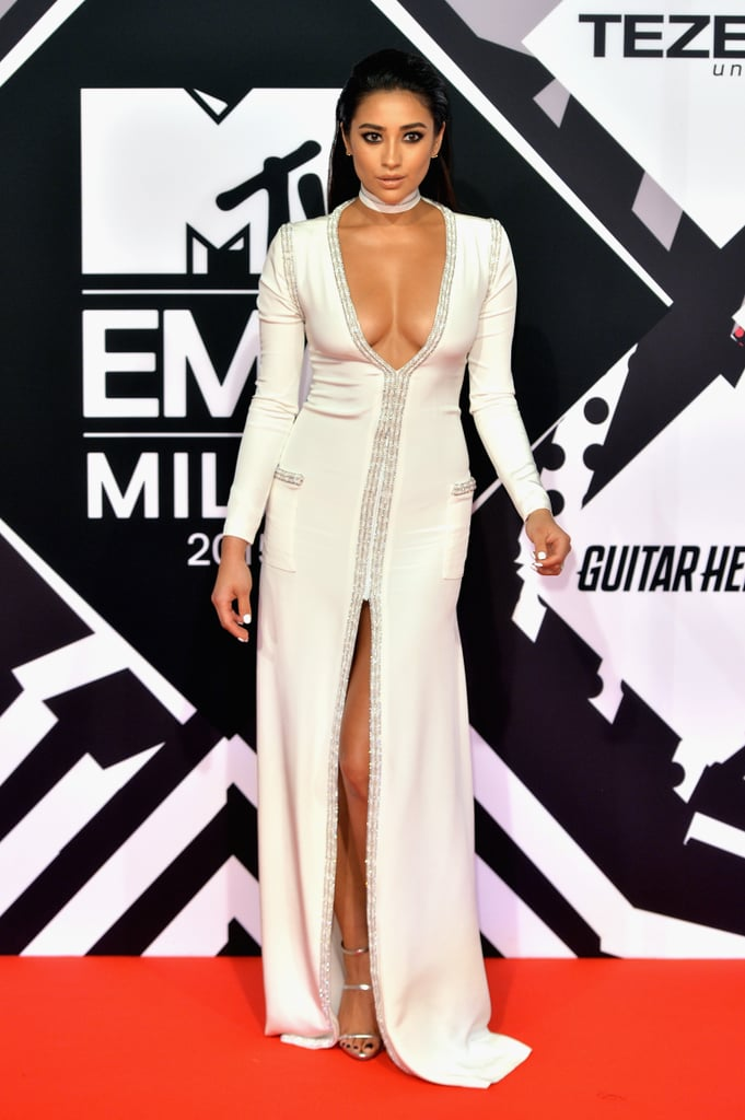 Celebrities On The Red Carpet At The 2015 Mtv Emas