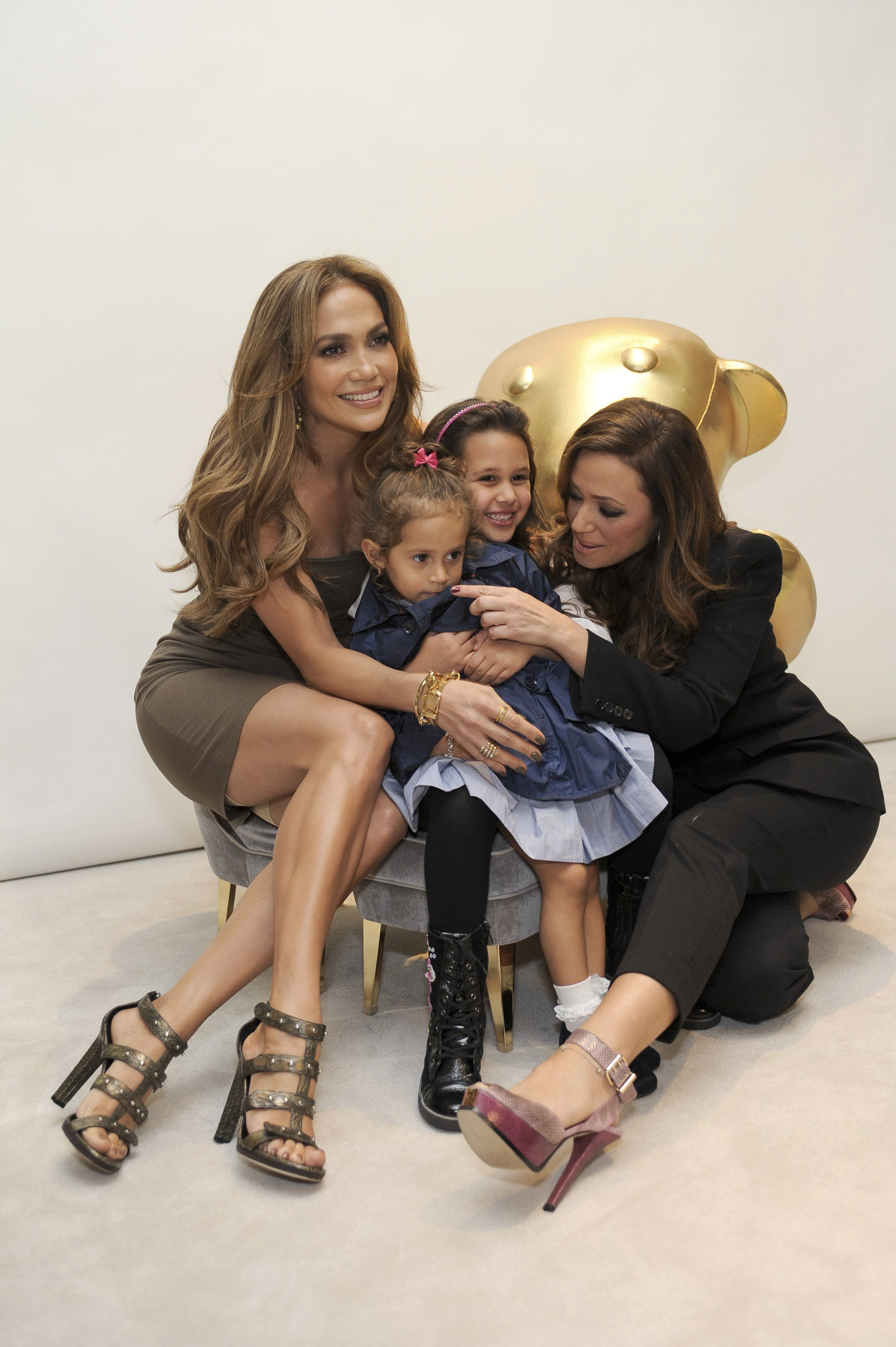 Jennifer Lopez With Twins Max And Emme Anthony At A Gucci