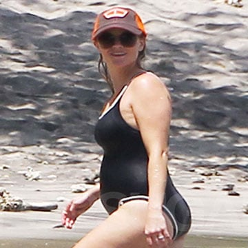 Reese Witherspoon Pregnant in a Swimsuit (Video)