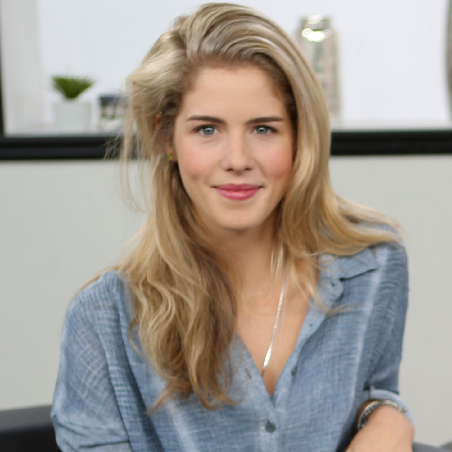 Emily Bett Rickards Nude Photos 26