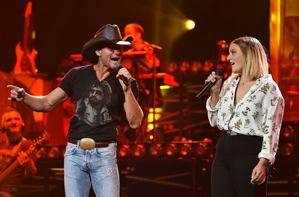 Tim mcgraw sings with his daughter grace august 2015 for Do tim mcgraw and faith hill have kids