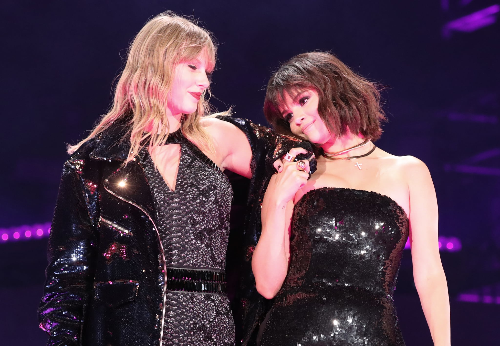 PASADENA, CA - MAY 19:  Taylor Swift and Selena Gomez perform onstage during the Taylor Swift reputation Stadium Tour at the Rose Bowl on May 19, 2018 in Pasadena, California  (Photo by Christopher Polk/TAS18/Getty Images)