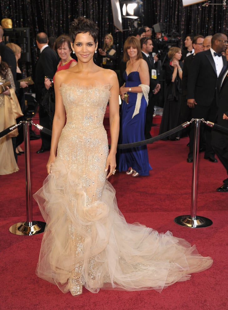 halle berry at the 2011 academy awards historic oscars. Black Bedroom Furniture Sets. Home Design Ideas