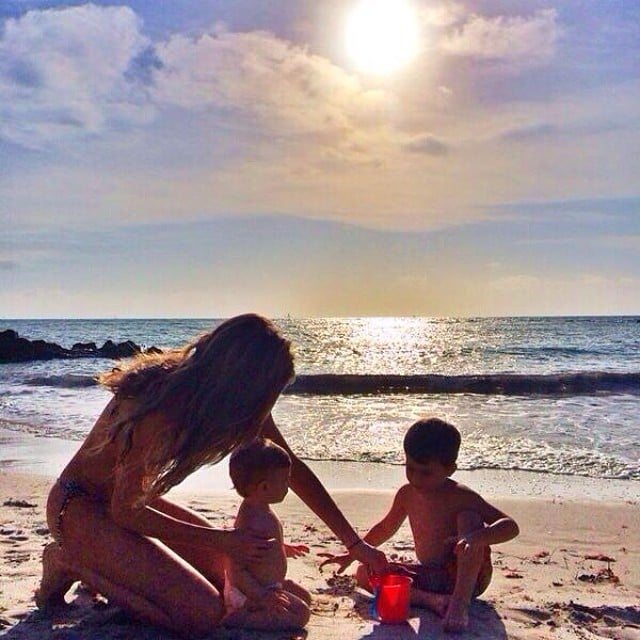 Gisele Bündchen's post shows the supermodel mom hanging out with her kids, Vivian and Benjamin Brady.  Source: Instagram user giseleofficial