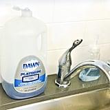 الزجاجات الفارغة أو شبه الفارغة من منتجات التّنظيف