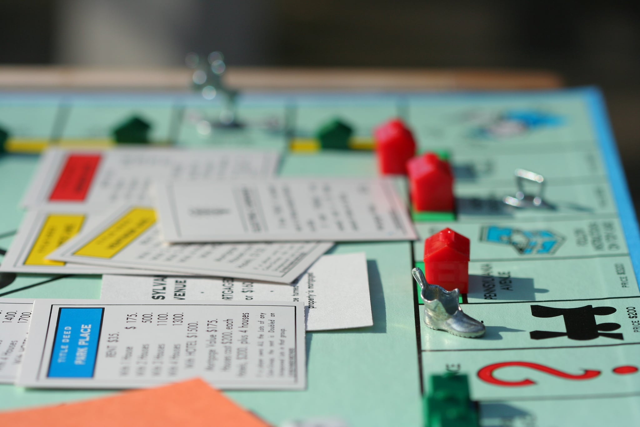 playing monopoly essay Text preview microsoft's journey towards monopoly summary the case evolves around the unethical monopolistic actions taken by microsoft to achieve monopoly.