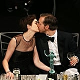 Anne Hathaway kissed husband Adam Shulman.
