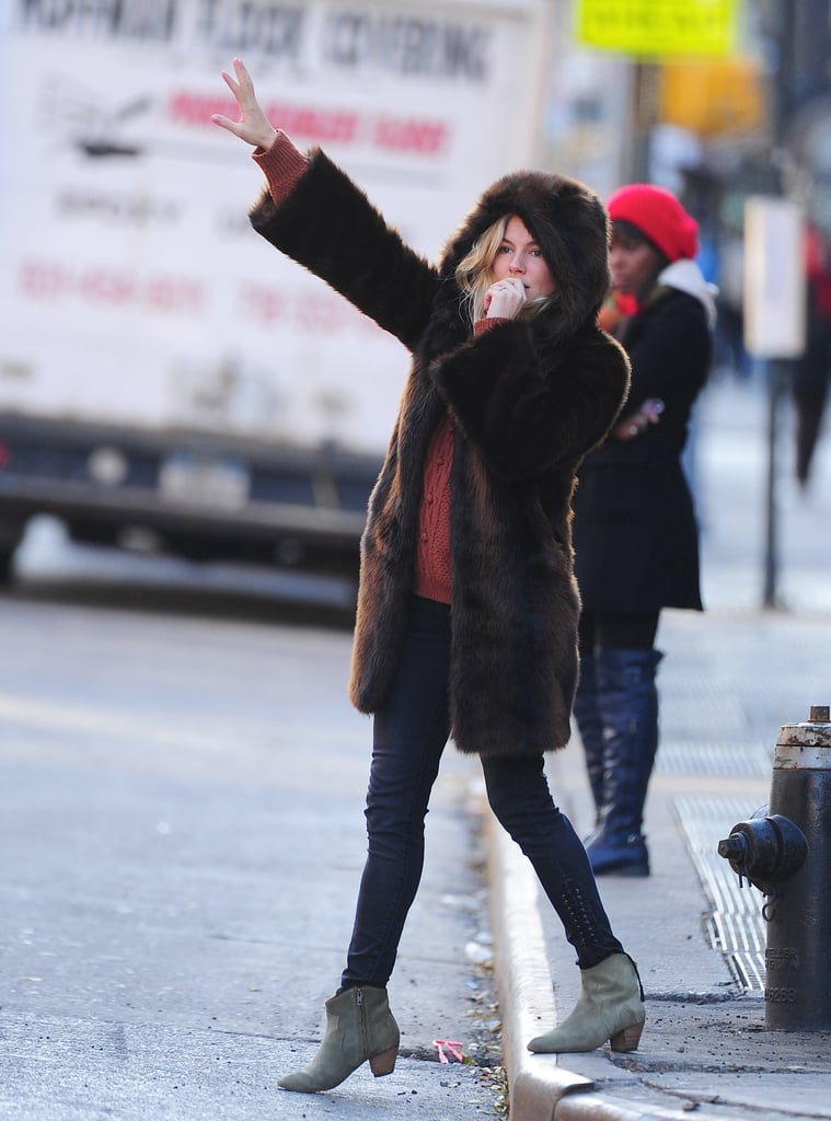 Leave it to Sienna to look très chic while hailing a cab in NYC.