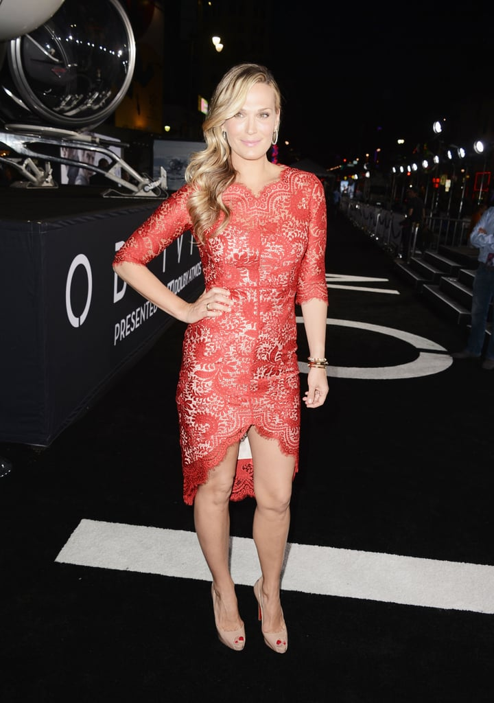 Molly Sims drew all eyes at the Oblivion premiere in a lacy red Lover dress.