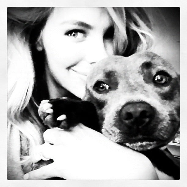 Jennifer Hawkins snuggled up to her dog, Milly. Source: Instagram user jenhawkins_