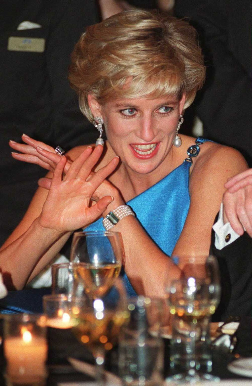 meghan markle wearing princess diana s aquamarine ring popsugar fashion meghan markle wearing princess diana s