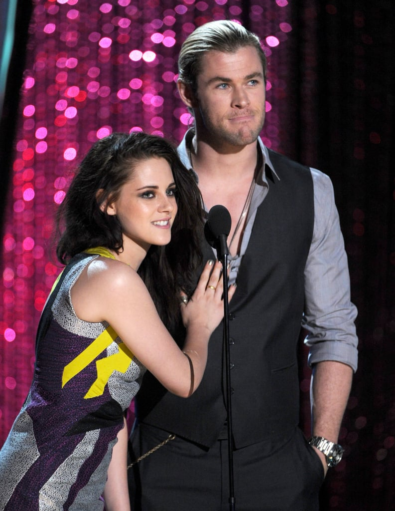 Snow White and the Huntsman co-stars Kristen Stewart and Chris Hemsworth teamed up to present an award.
