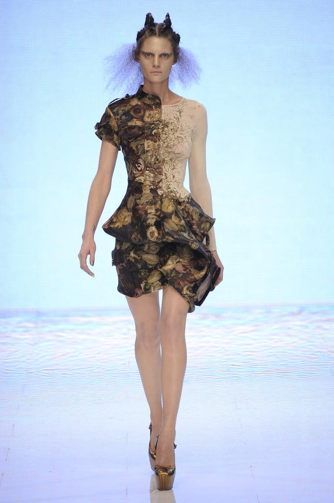 Alexander McQueen Shows Holographic Alien Beauties for Spring 2010