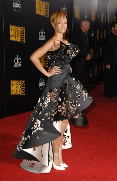 Photos of Rihanna on American Music Awards Red Carpet ...