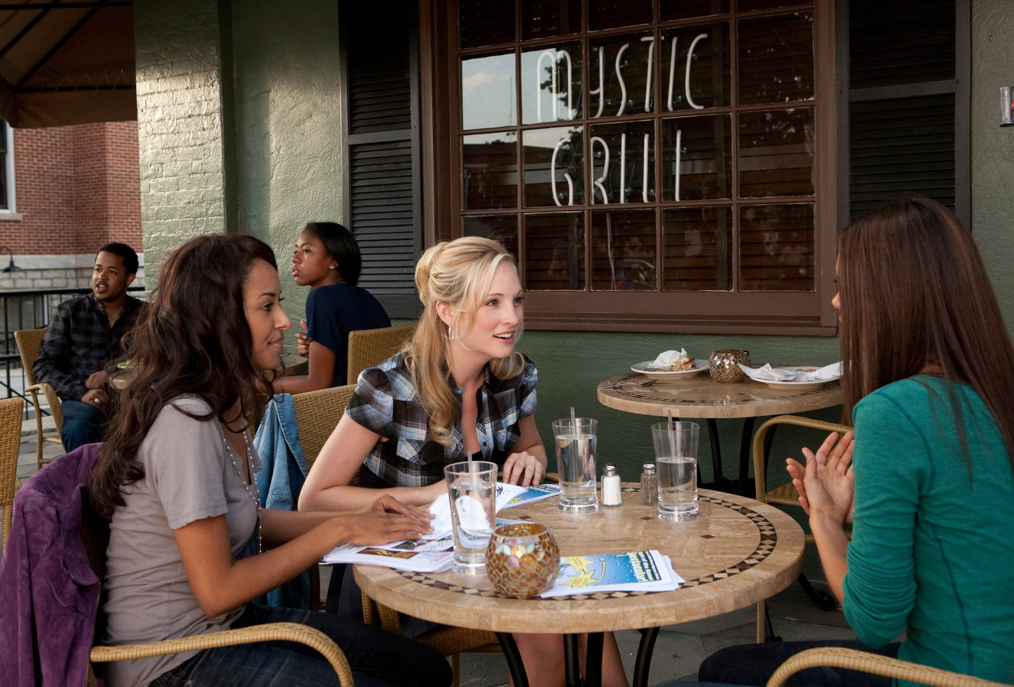 THE VAMPIRE DIARIES, (from left): Katerina Graham, Candice Accola, Nina Dobrev, 'The Night Of The Comet', (Season 1, aired Sept. 17, 2009), 2009-. photo: Bob Mahoney /  CW / Courtesy: Everett Collection