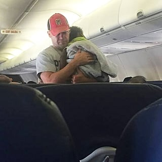 Dad Helps Pregnant Woman on Plane Soothe Crying Baby