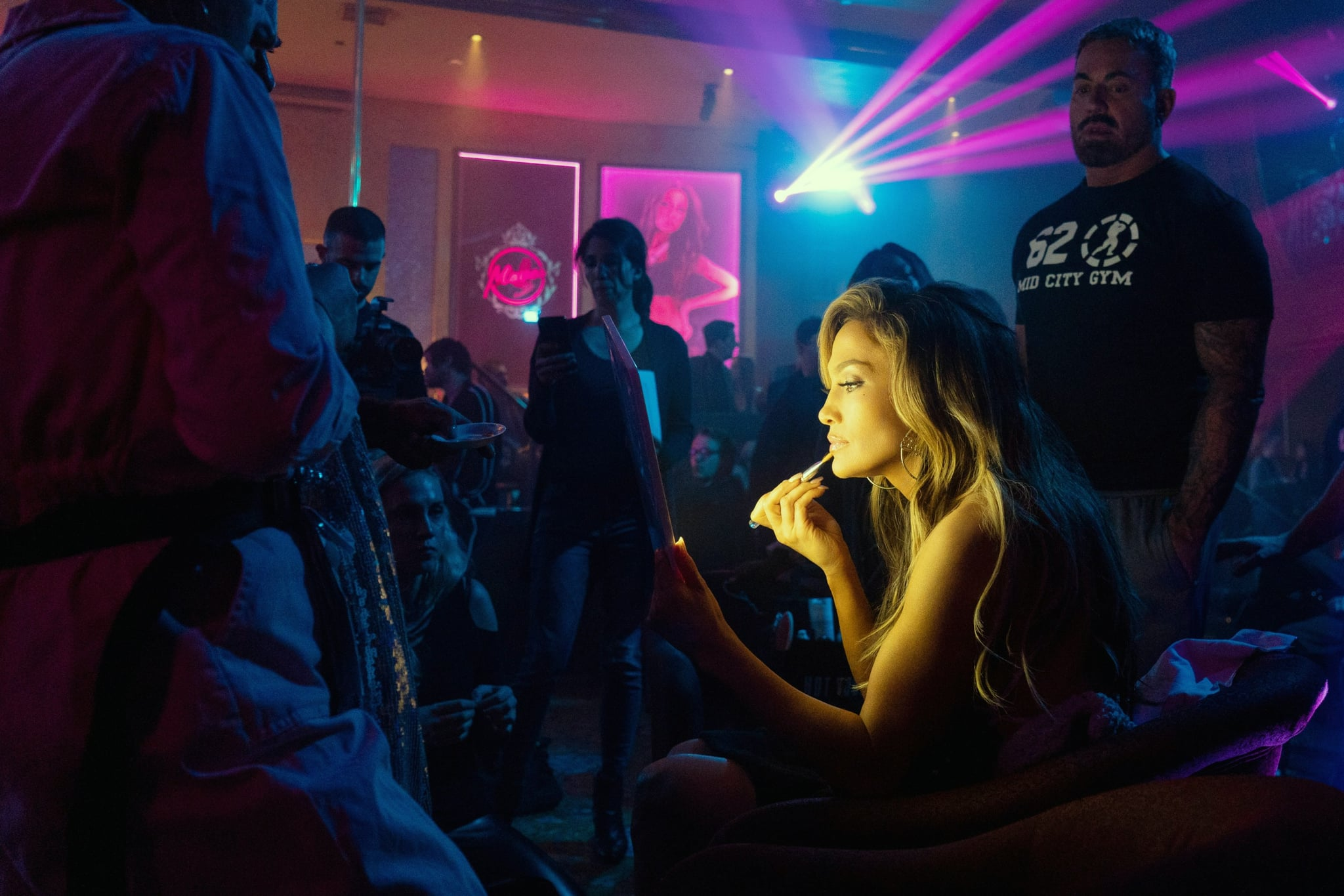HUSTLERS, Jennifer Lopez on the set, 2019. ph: Barbara Nitke/  STX Entertainment /Courtesy Everett Collection