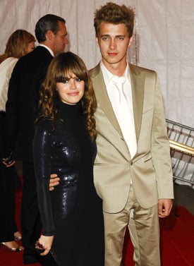 Rachel Bilson and Hayden Christensen are Engaged!