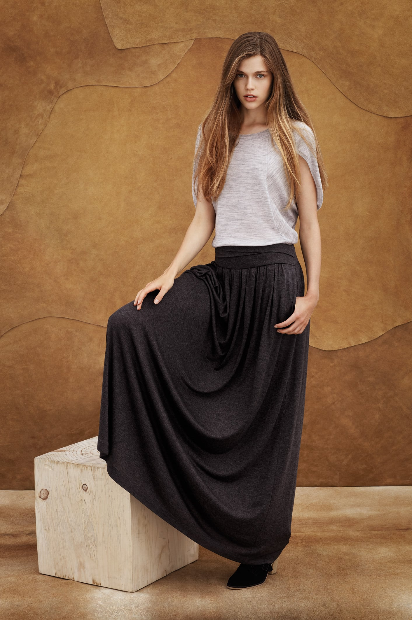 Victoria Lee shows us how to wear the maxi: simply done.