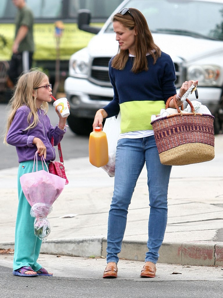 Jennifer Garner and Violet Affleck made a trip to the market.