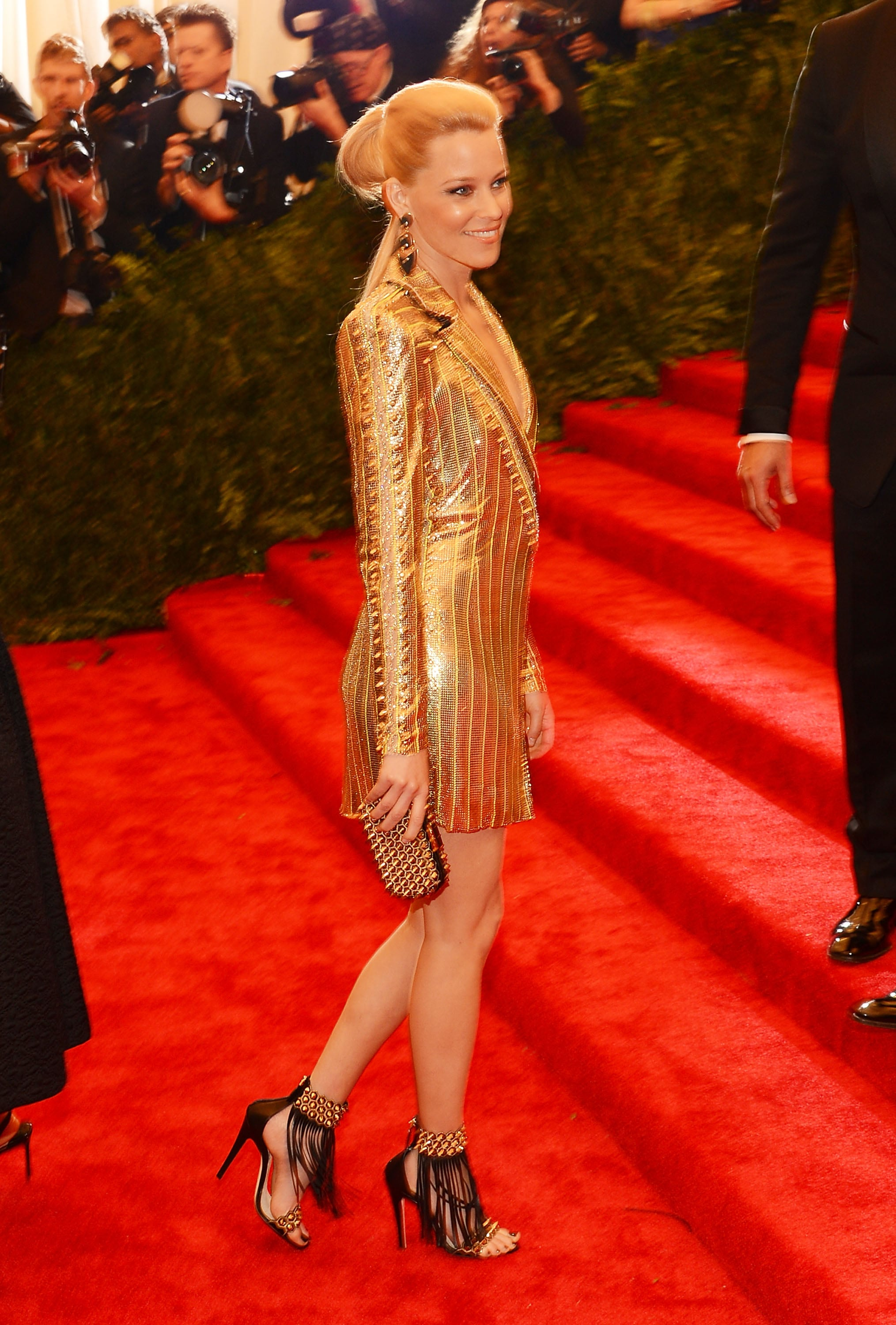 Elizabeth Banks took her gold look up the steps.