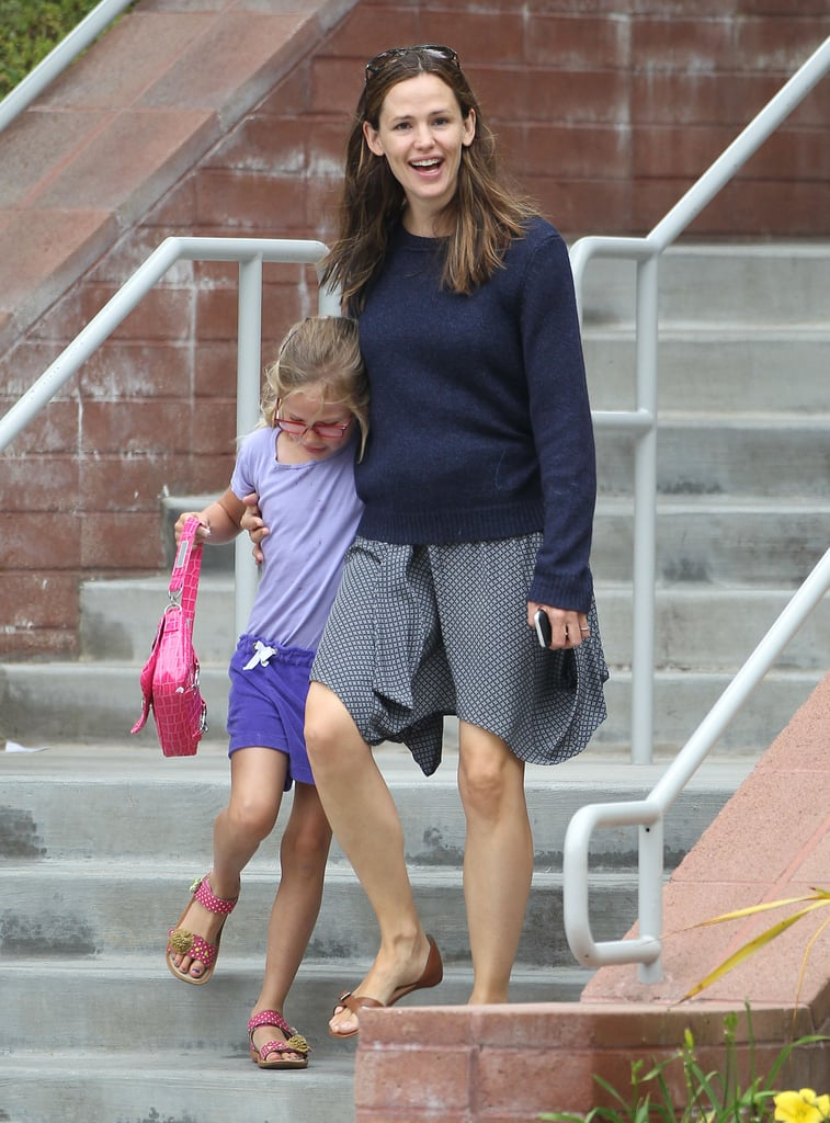 Jennifer Garner flashed a big smile while running errands with Violet.