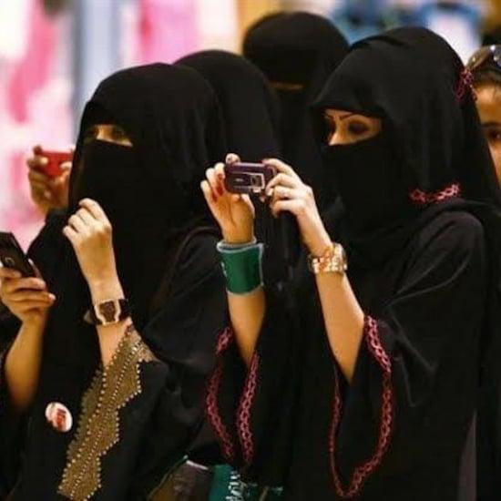 شيخ من السعوديّة يدعو إلى جعل العباءات أمر اختياريّاً 2018