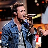 Kris Allen looked comfortable back on the Idol stage.