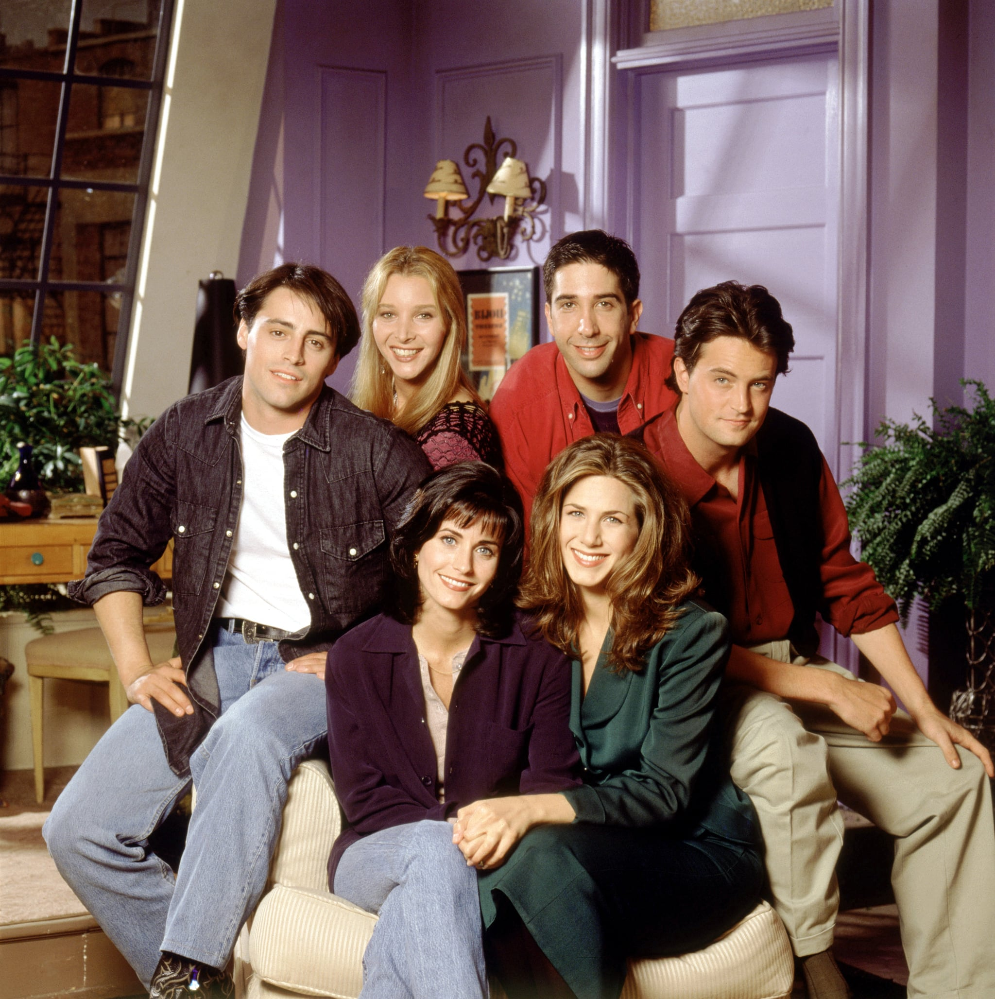 FRIENDS, (back, l to r): Matt LeBlanc, Lisa Kudrow, David Schwimmer, Matthew Perry, (front, l to r): Courteney Cox, Jennifer Aniston, (Season 1), 1994-2004,  Warner Bros. / Courtesy: Everett Collection