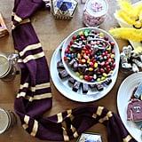 حضّروا طاولة عليها مختلف أنواع الحلويّات.