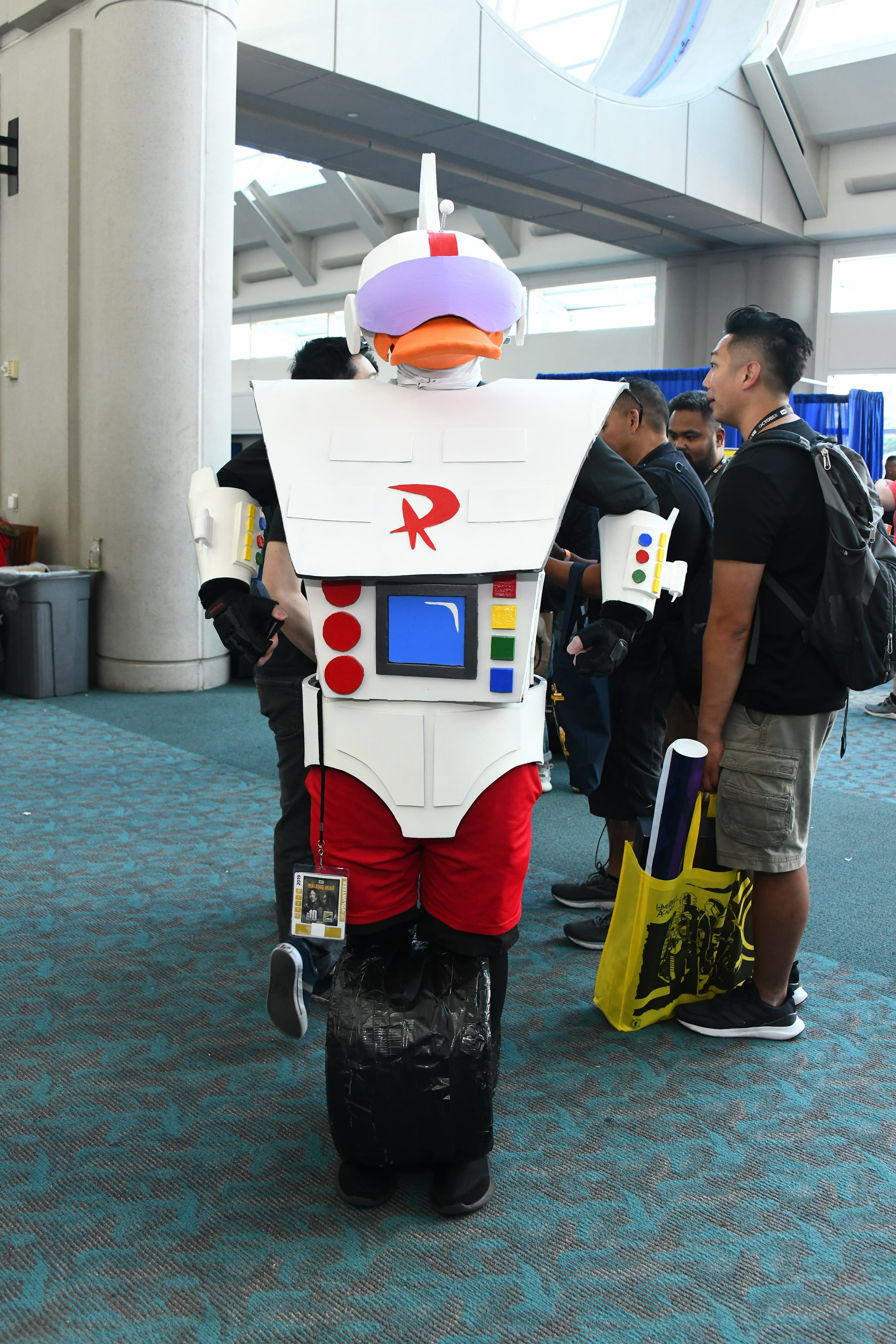Gizmoduck From Darkwing Duck 140 Photos Of The Most Creative Cosplays From San Diego Comic Con 2019 Popsugar Entertainment Photo 3 Суперкряк уткоробот қара плащ өмірде! gizmoduck from darkwing duck 140