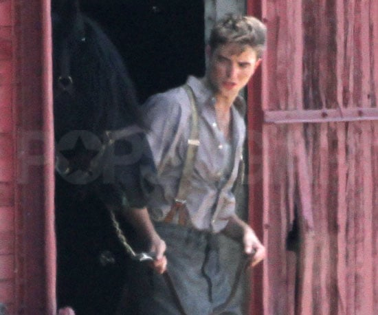 Slide Picture of Robert Pattinson Filming Water For Elephants With a Horse