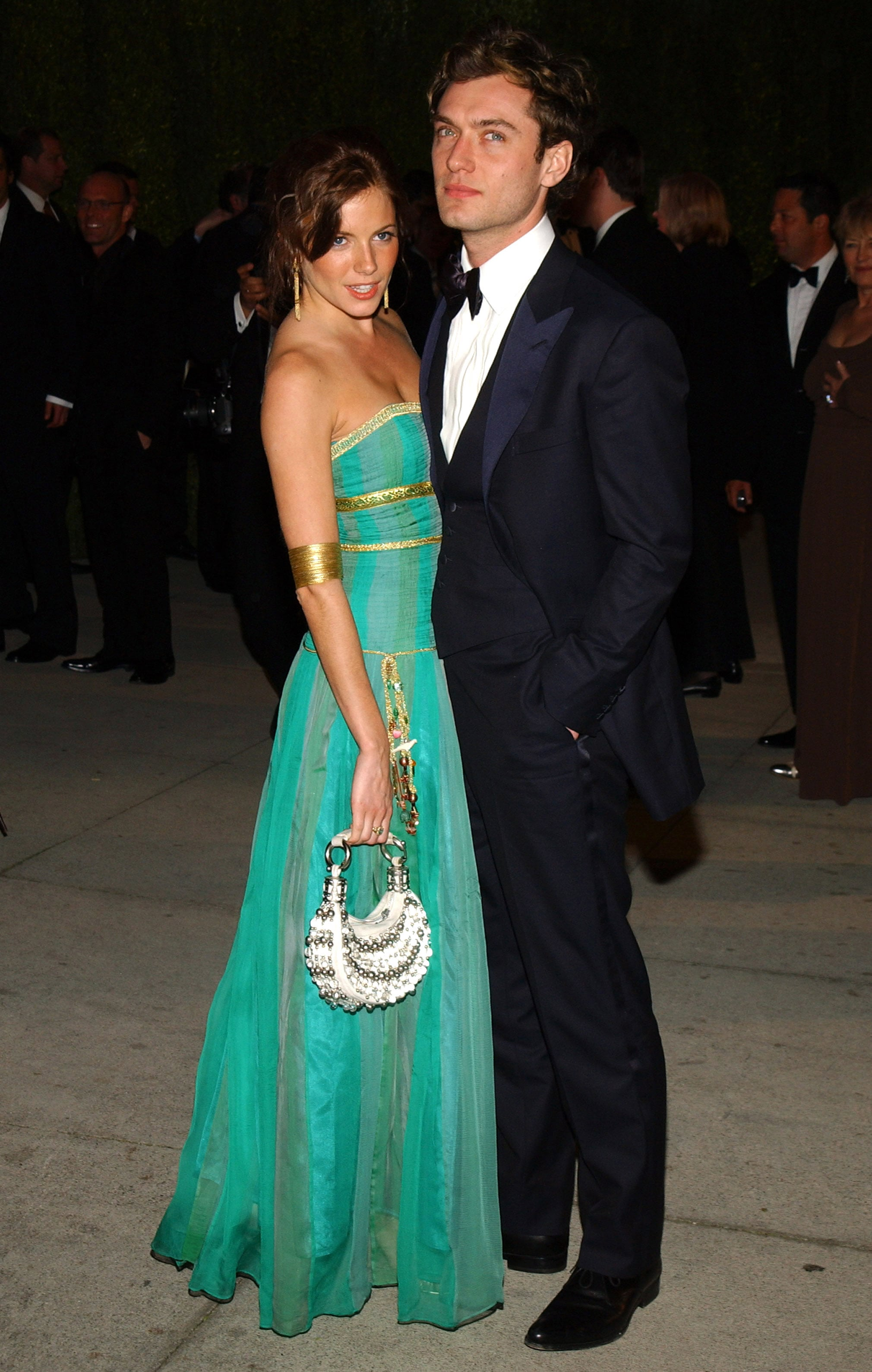 She stunned the crowd with Jude on her arm at the 2004 Vanity Fair Oscars party.