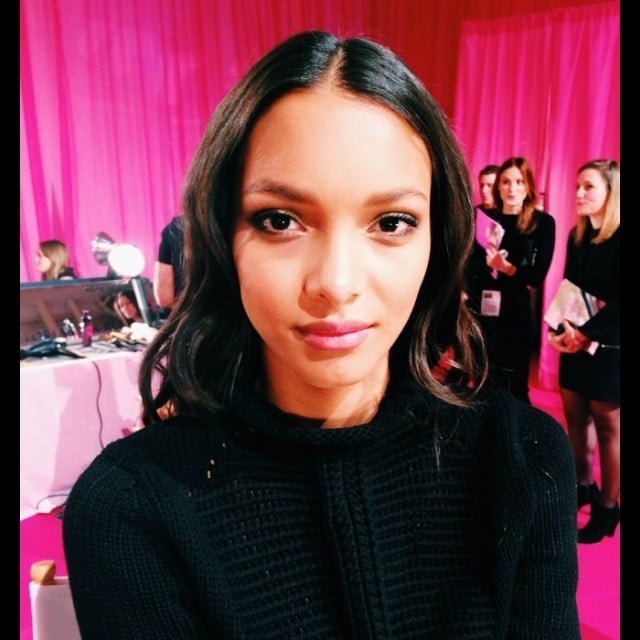 Model Lais Ribeiro looked pretty with lined eyes and a pink pout. Source: Instagram user samanthalmua