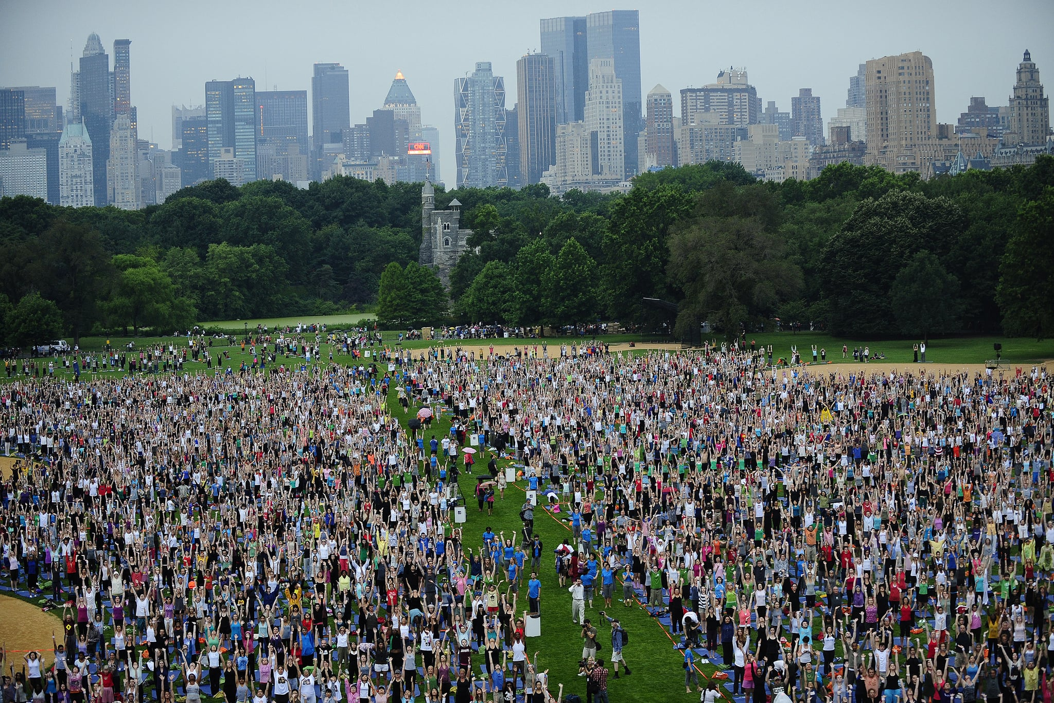 pictures from central park massive yoga session in new york city popsugar love sex. Black Bedroom Furniture Sets. Home Design Ideas