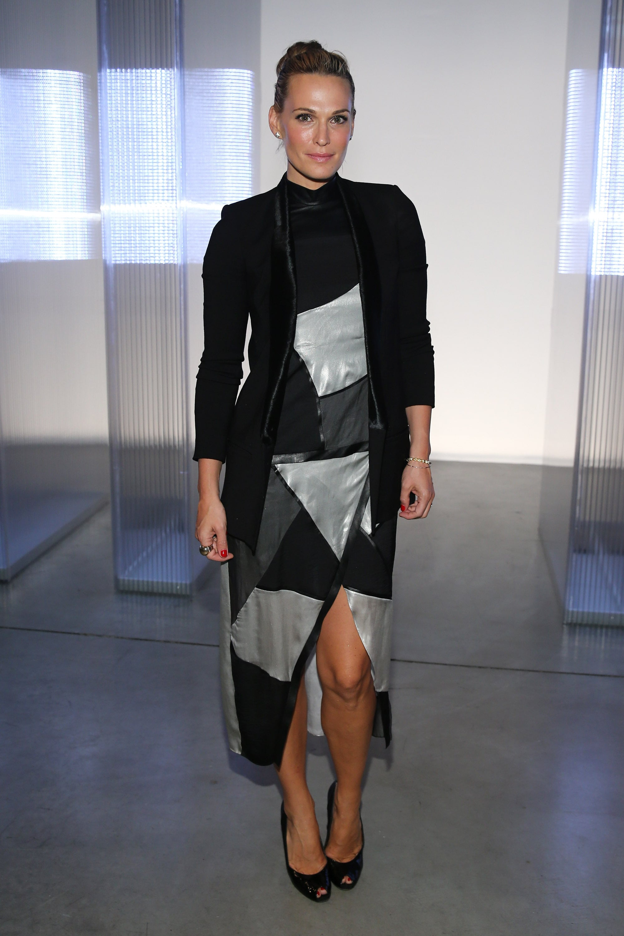 Molly Sims posed for photos during the Helmut Lang presentation on Friday night.