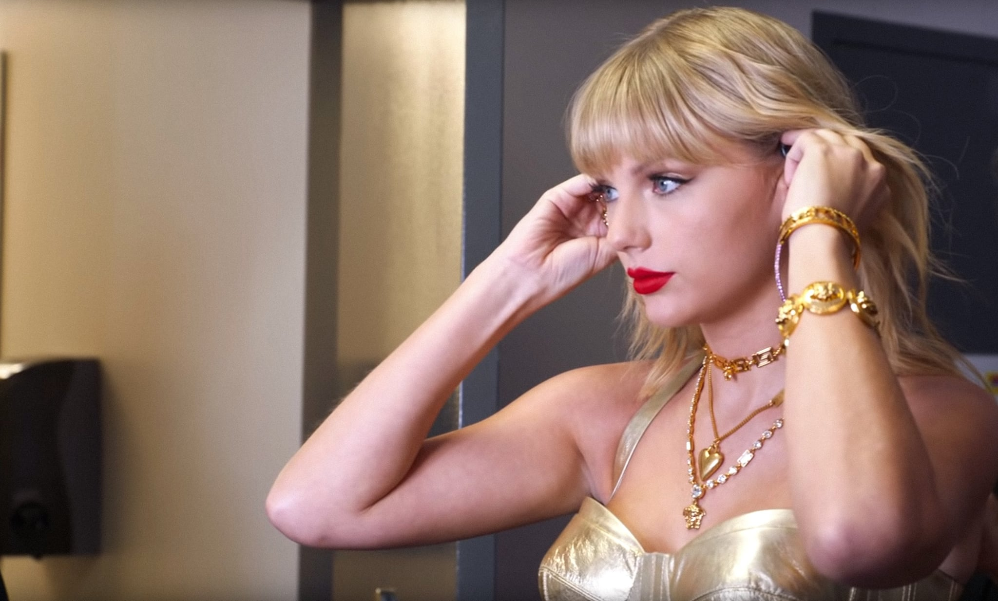 TAYLOR SWIFT: MISS AMERICANA, Taylor Swift preparing for her appearance on the 2019 MTV Video Music Awards (August 26, 2019, Prudential Centre, Newark, New Jersey), 2020.  Netflix / courtesy Everett Collection