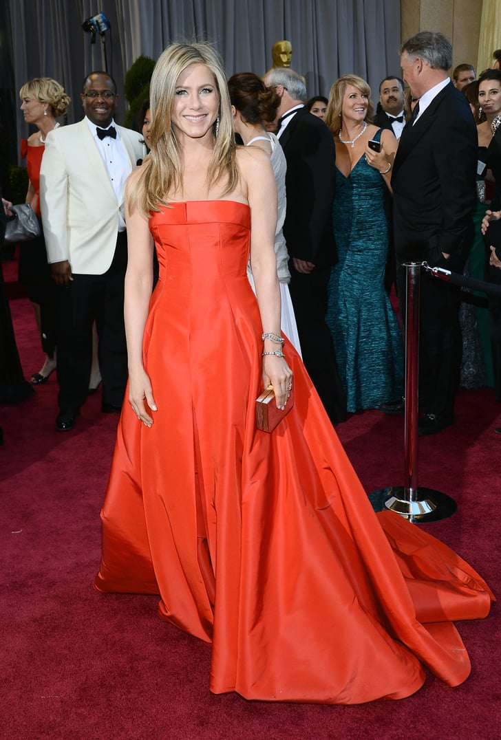 Jennifer Aniston on the red carpet at the Oscars 2013 ...