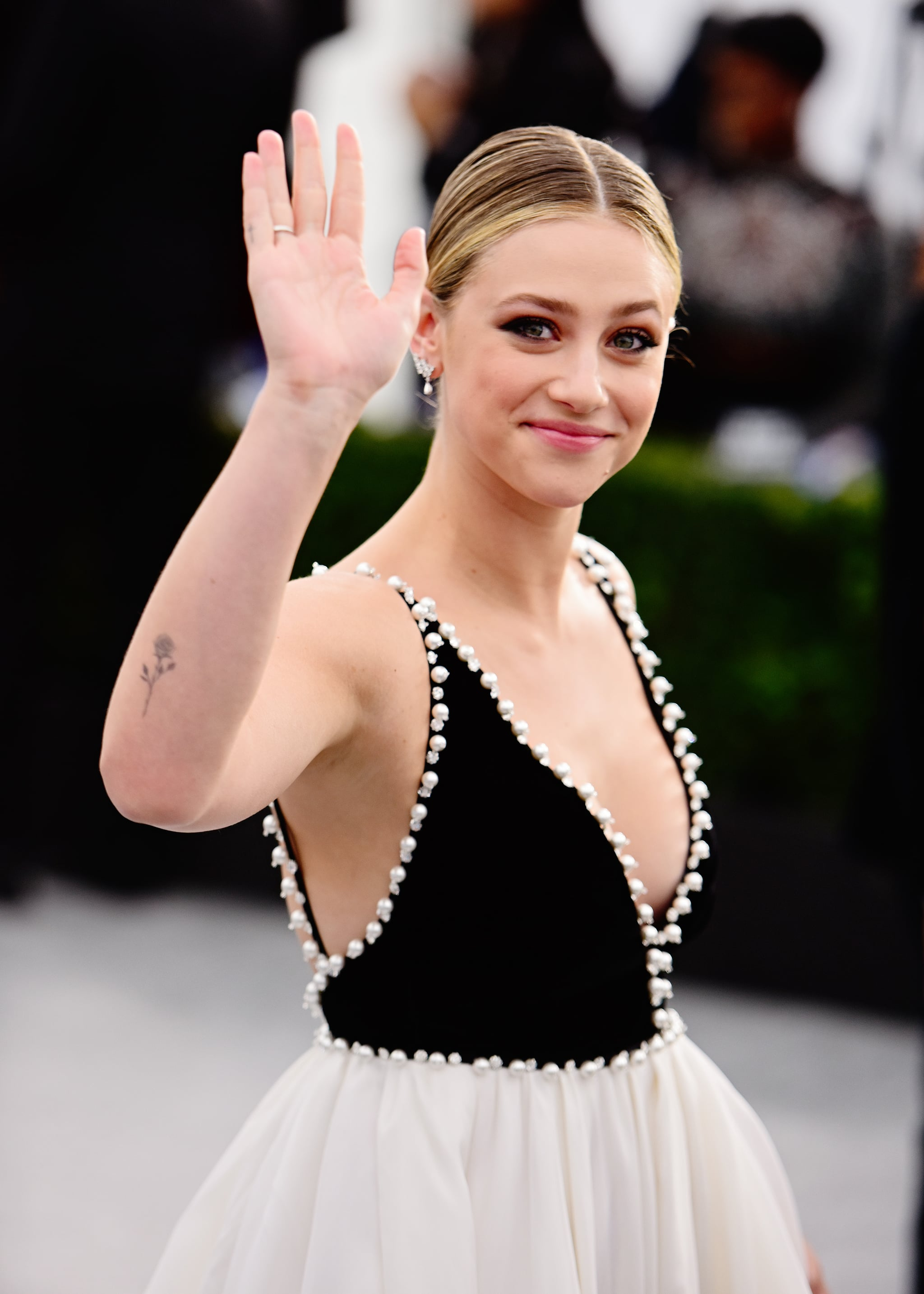 LOS ANGELES, CALIFORNIA - JANUARY 19:  Actor Lili Reinhart attends the 26th annual Screen Actors Guild Awards at The Shrine Auditorium on January 19, 2020 in Los Angeles, California. (Photo by Chelsea Guglielmino/Getty Images)
