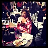 Miranda Kerr found a quiet spot to check her email and grab a bite to eat. Source: Instagram user popsugar