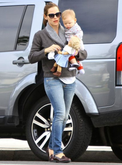 Jennifer Garner Joins Ben For Coffee and Gives Baby Samuel a Lift