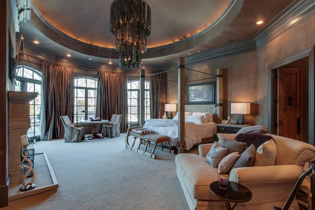 Kelly clarkson selling hendersonville house popsugar for Home decor nashville tn