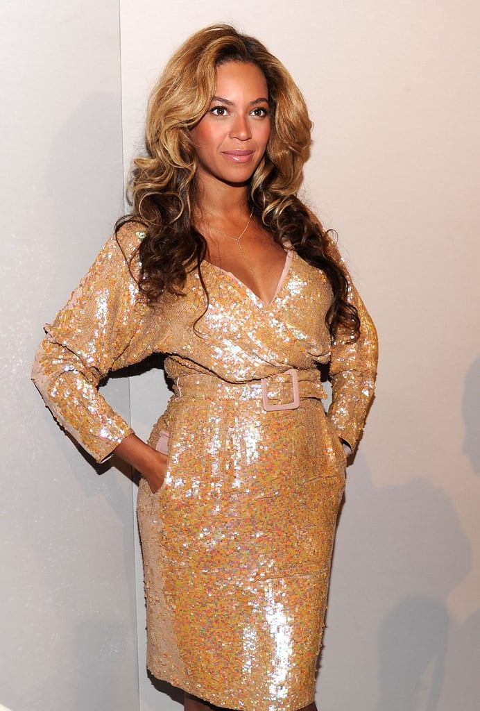Beyoncé Knowles took advantage of her dress pockets.