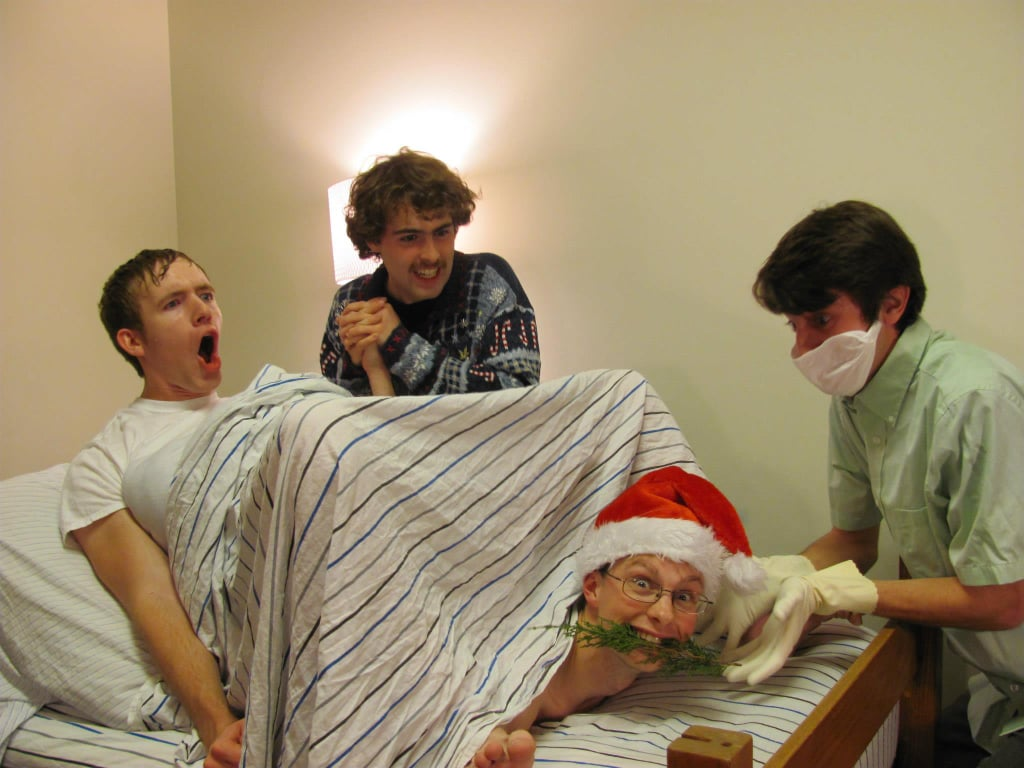 These roommates with their average Christmas card | Funny ...