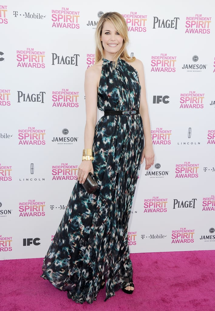 Leslie Bibb took on dynamic prints via a long, sweeping black-and-teal maxidress, then added black suede Jerome C. Rousseau platform sandals for the finish.