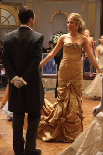 Serena in Gold Dress on Gossip Girl - POPSUGAR Entertainment Photo 2